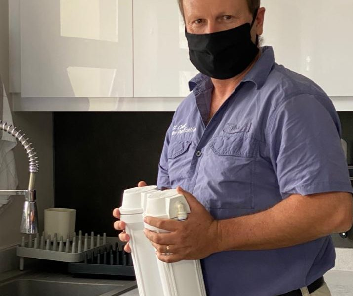 installing water filter